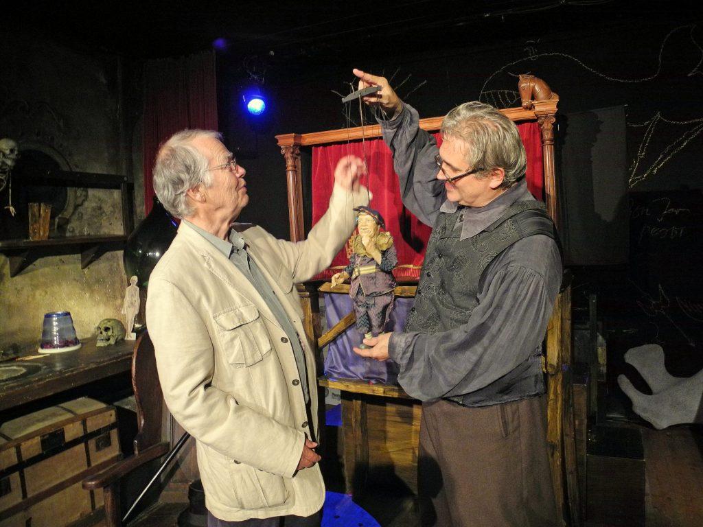 """Volker Braun (links) mit Karl Huck nach einer """"Faust"""" Vorstellung in der Seebühne; 2016; Foto: Wiebke Volksdorf"""